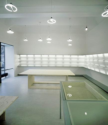 Interiér prodejny obuvi na Praze 3